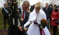 Как в Шале узы брака «замком любви» скрепляют